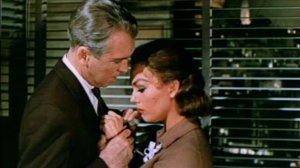 Vertigo_1958_trailer_embrace_2